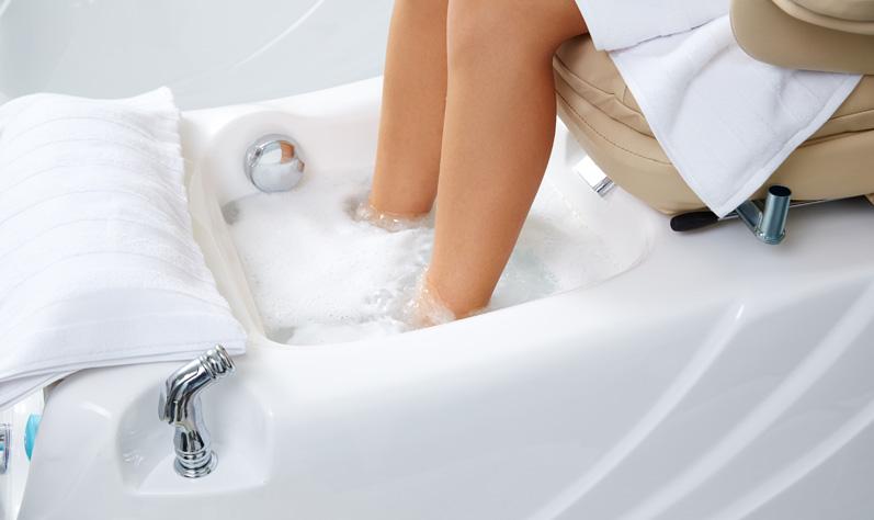fußbad-behandlung-fuesse